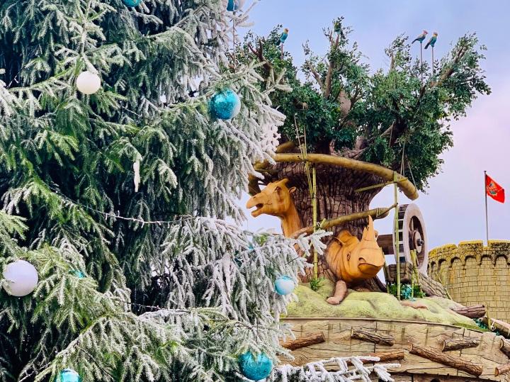 christmas tree and chessington adventure tree carousel