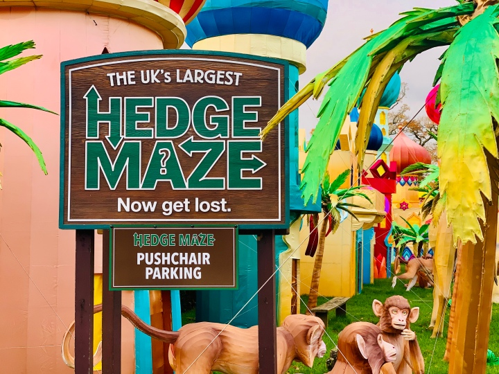 the uk's largest hedge maze sign at longleat safari park