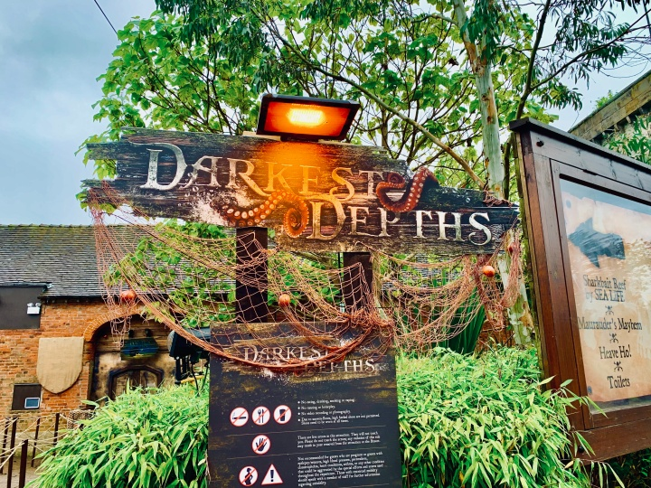 darkest depths scare maze sign