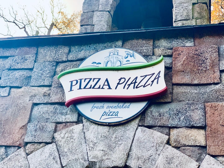 pizza piazza restaurant sign