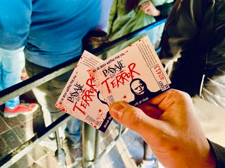 pasaje del terror blackpool tickets in persons hand