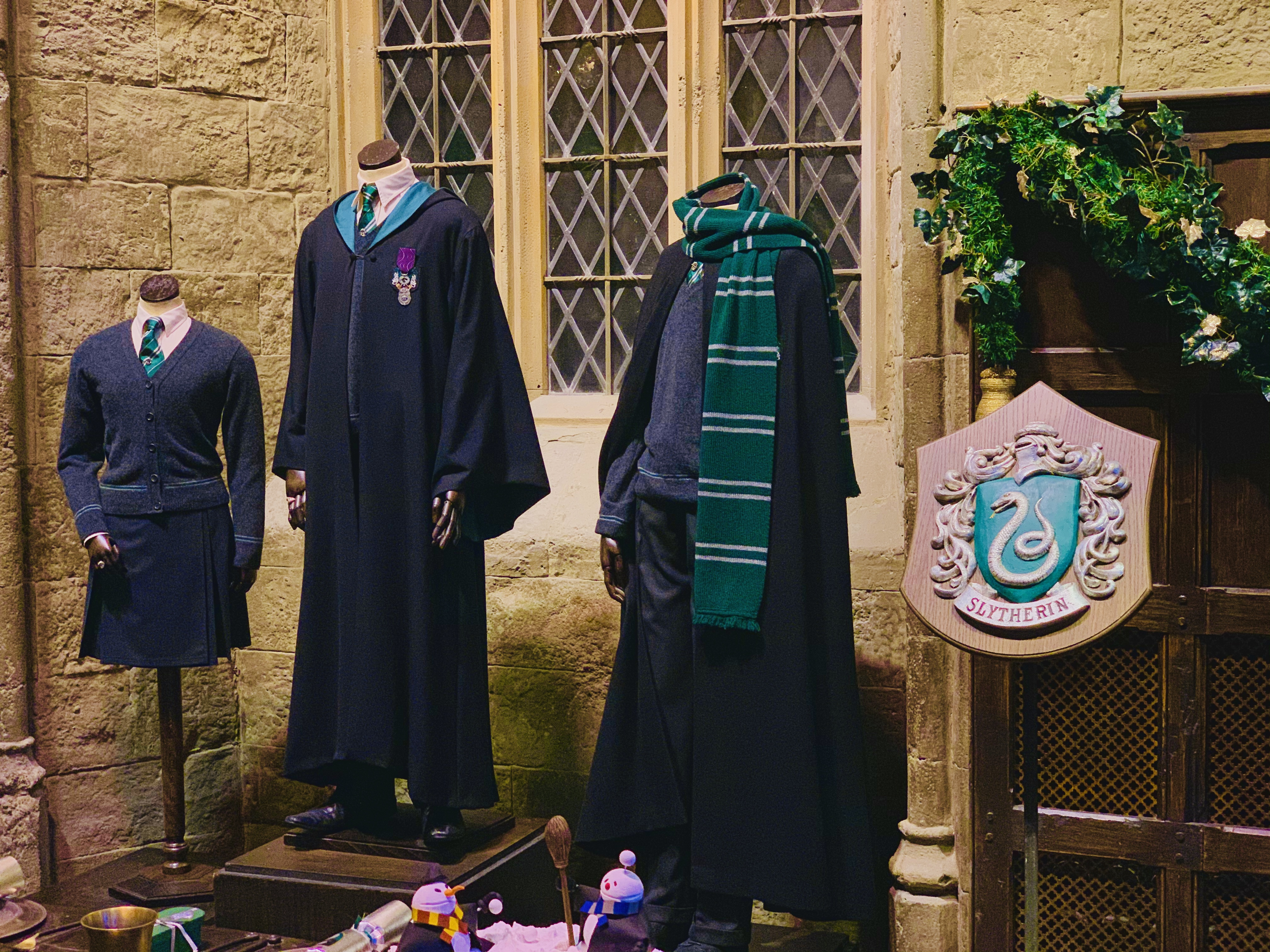 slytherin crest and school uniform