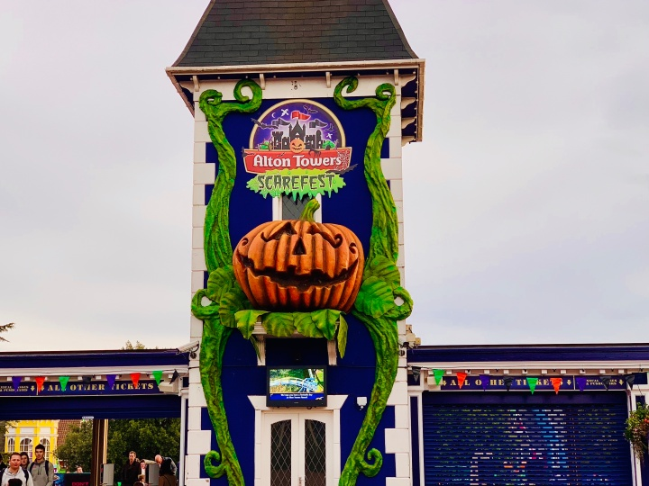 alton towers scarefest review entrance sign