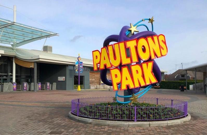 Paultons Park Entrance Logo